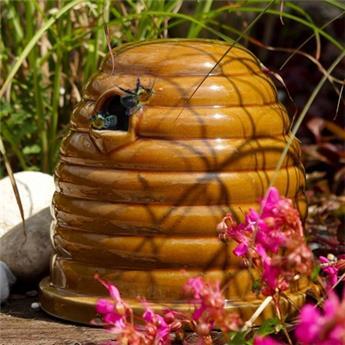 Abri abeilles aspect ruche en céramique Ht 18 D 19 cm
